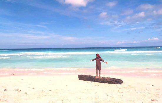 Pantai Waka, Tanjung Pasir Putih di Sula yang Dihantui Sampah Kiriman