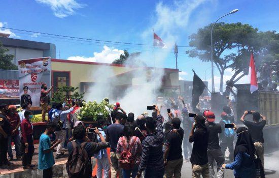 Demo, Mahasiswa Loloda Tuntut Polda Malut Periksa Bupati Halut