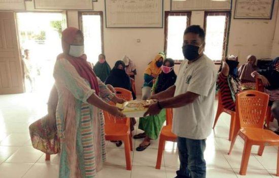 PT NHM Kembali Bagikan Sembako di Desa Popilo