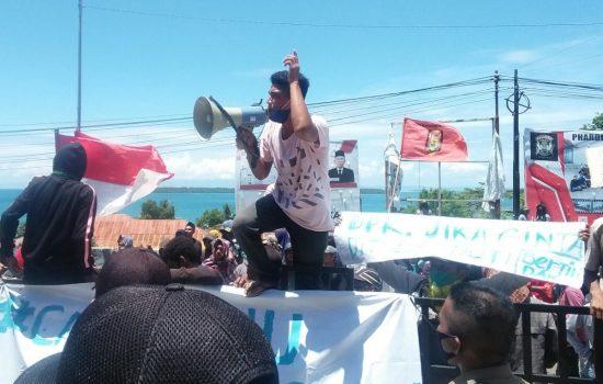 Massa Aksi Morotai Bantah Bawa Bom Molotov saat Demo