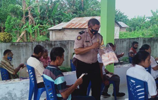 Sisihkan Dana Operasional, Bhabinkamtibmas Beli Masker untuk Warga