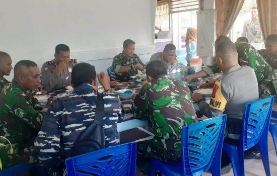 Jelang Tahun Baru, TNI-Polri di Sula Gelar Makan Bersama