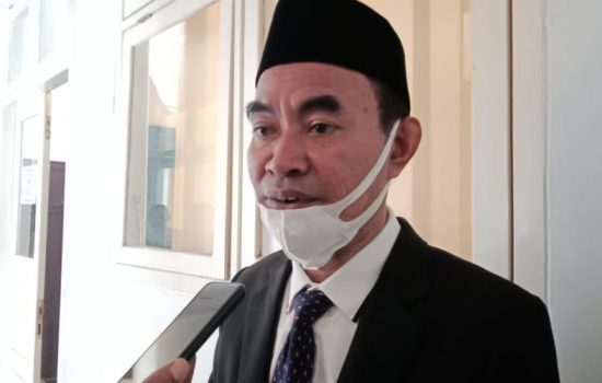 Penyerahan Insentif Imam dan Pendeta se-Halmahera Barat Triwulan I Tuntas