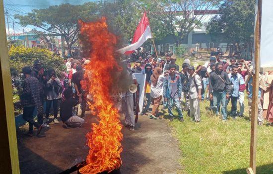 Dibebani Biaya Akhir Studi Jutaan Rupiah, Mahasiswa Unipas Morotai 'Kepung' Kampus