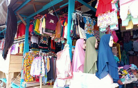Pasar Sepi, Pedagang Pakaian di Morotai Keluhkan Pendapatan Anjlok