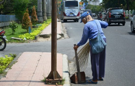 3 Bulan Pemda Morotai Gantung Gaji Petugas Kebersihan Desa