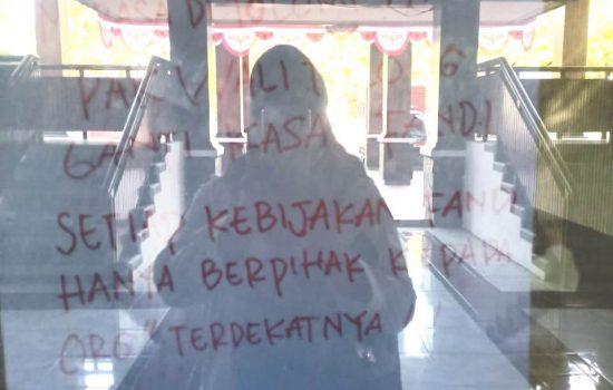 Kantor Satpol PP Ternate Dipalang Orang Tak Dikenal